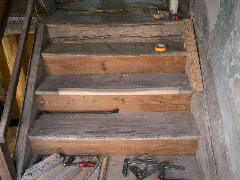 Restaurierung der Holztreppe